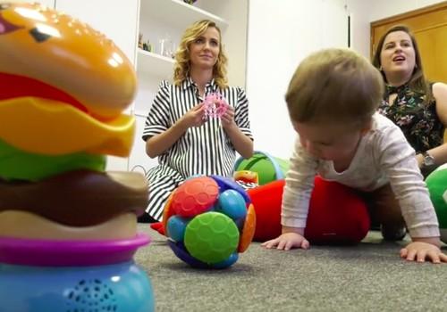 Kodėl svarbu žaisti kartu su vaikais: pataria psichologė