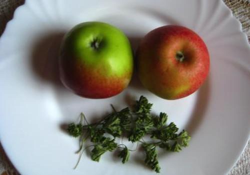 Veido kaukės iš obuolių ir petražolių