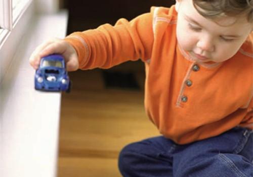 Lėlė – berniukui, mašina - mergaitei