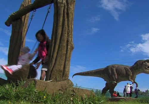 """VIDEO """"Vaikui atviras pasaulis"""": Žengiame pirmuosius žingsnelius DINO parke"""