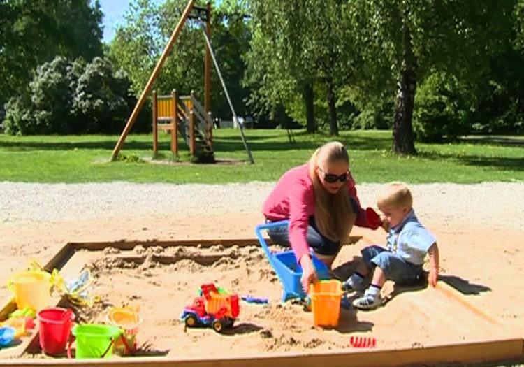 Birželio 8 d. MK laidoje: žaidimai smėlyje, nėštutės avalynė, vaikų bausmės