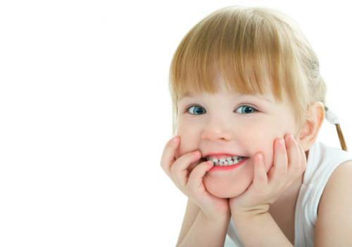 Kodėl vaikas ima griežti dantimis: pataria psichologė