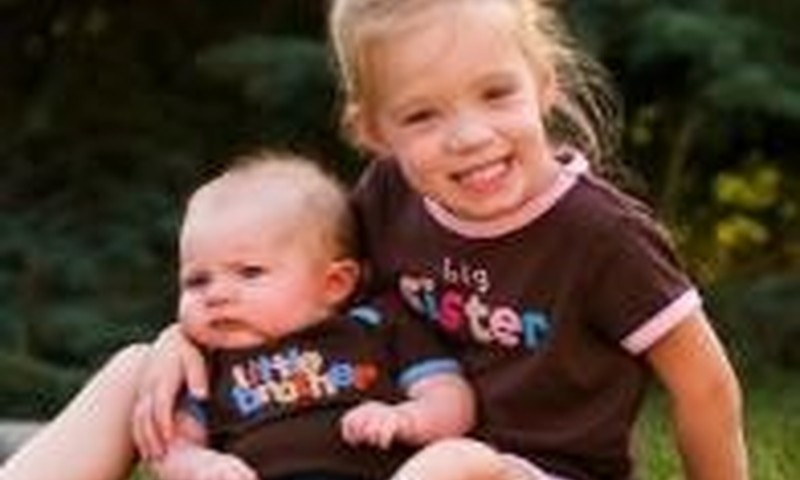 Gimus broliui ar sesei vyresnėlio pavydas – natūrali reakcija
