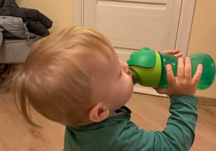 Išbandome Philips Avent puodelį su šiaudeliu