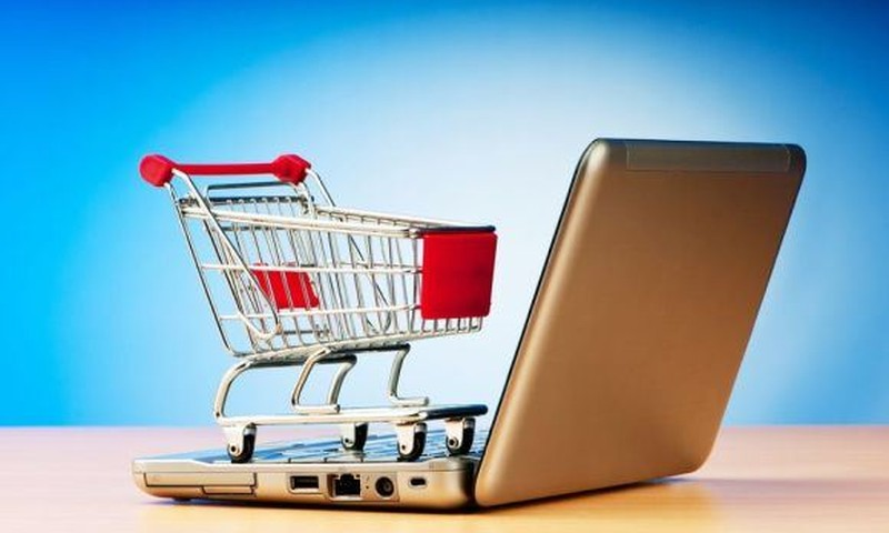 Ar perkate prekes internetu? Ką dažniausiai perkate?