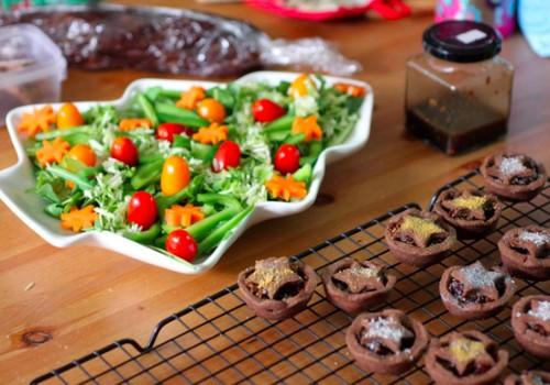 Trys šventiniai mišrainių ir salotų receptai, kuriems nereikės nė 15 minučių
