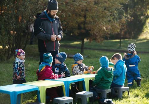 Moterys ir vyrai auklėtojai darželyje – vienodai svarbūs ugdant vaiką