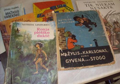 """Ugnės namų biblioteka pasipildė """"naujom"""" knygelėm"""