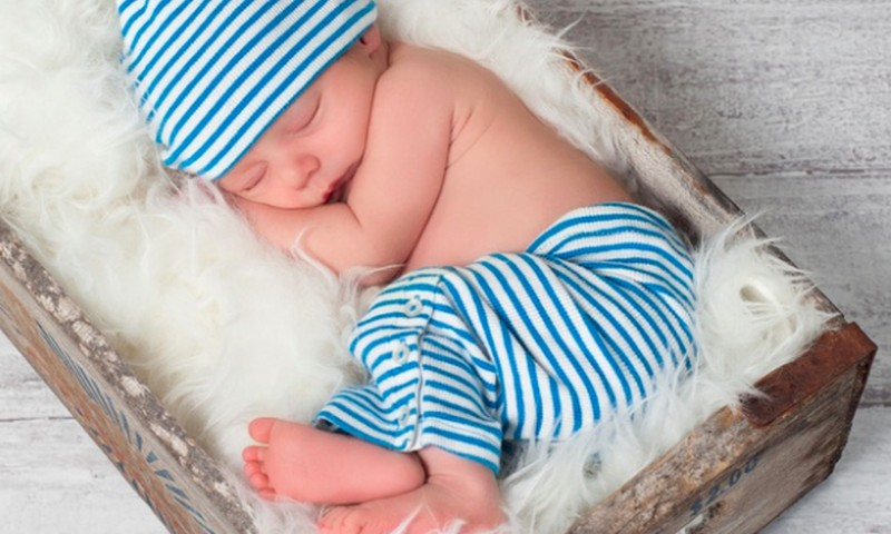 Kada kūdikis išmoksta vartytis?