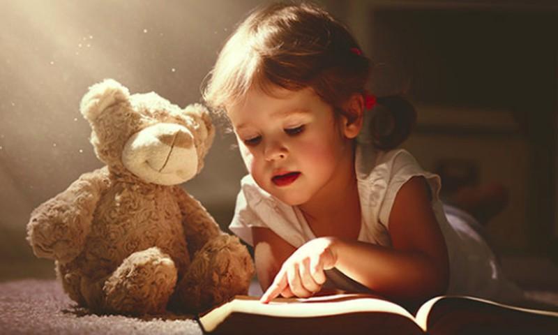 6 patarimai tėvams, kaip sudominti mažuosius knygomis