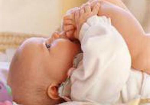 Renkamės priemonę kūdikėlio masažui