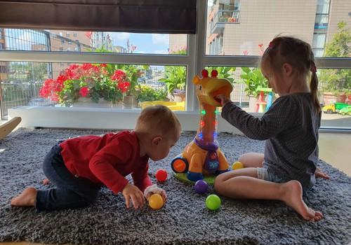 "Bandom ""Bright Starts"" žirafą: ""Mama, ji tokia linksma!"""