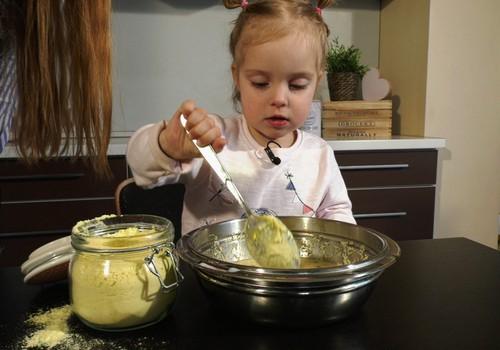 """VIDEO """"Gaminame su vaikais"""": kepame nesaldžius vaflius"""