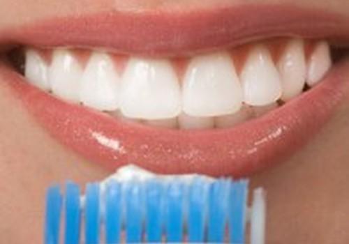 Svarbu rūpintis dantenomis ir nėštumo metu