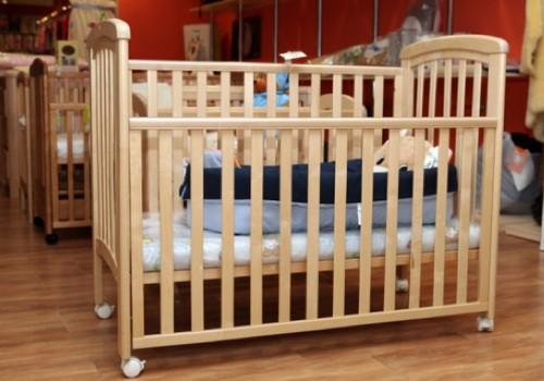 Kaip išsirinkti lovelę kūdikiui: specialistų patarimai