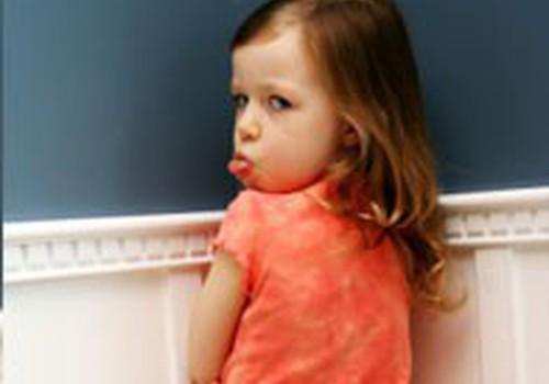 Tėvai bučiuojasi - vaikas pavydi?
