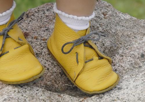 Batukus vaikui rinkite atsakingai, kad pėdos vystytųsi taisyklingai