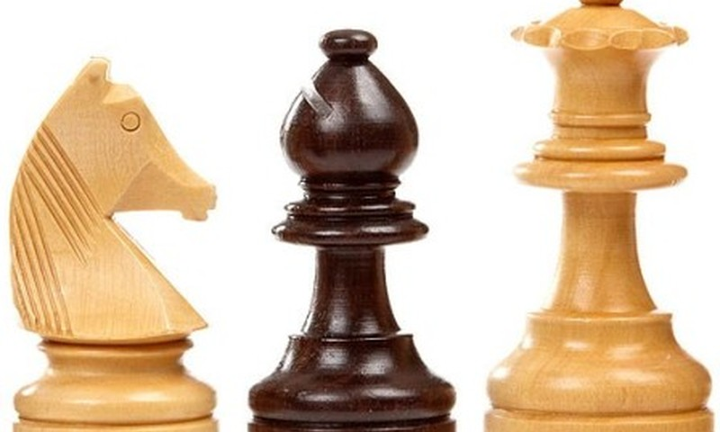 Mokyklose - privaloma tikyba ir šachmatų pamokos?