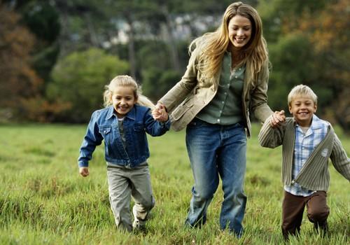 Kas geriau - vesti vaiką į lauką ar būti namuose, pajutus dūmus?