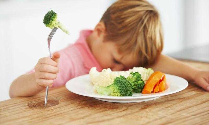 Vaikų priešiškumas daržovėms: kas kaltas – evoliucija ar auklėjimas?