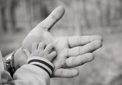 Kairiarankis tėtis – kairiarankis sūnus?