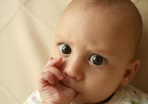 Kūdikio akių raida: nuo gimimo iki metų