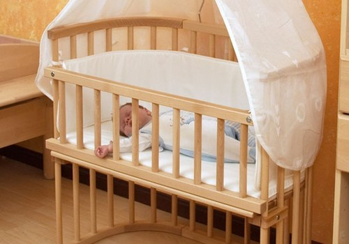 Specialistės patarimai, kaip išrinkti lovytę naujagimiui
