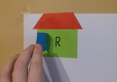 Mokomės namuose: raidžių namelis
