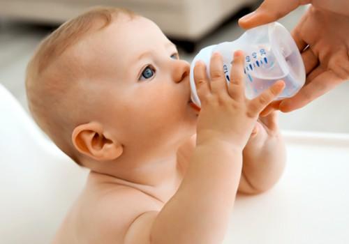 Ar karštą dieną duoti vandens žindomam kūdikiui?