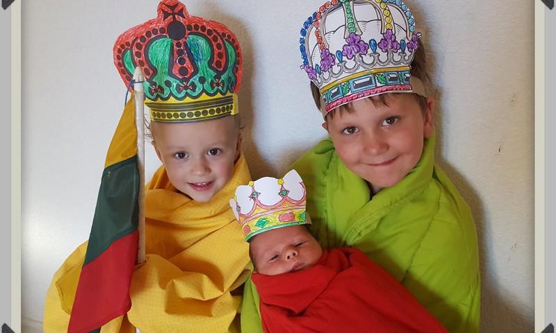 BROLIUKŲ VASARA: trys šeimos karaliukai :)