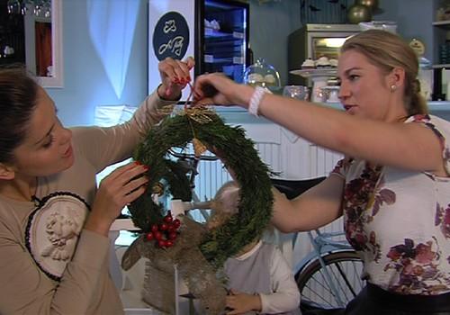 VIDEO: Mokomės pinti kalėdinį vainiką