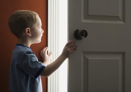Vieni vaikai namuose: ką verta žinoti tėvams?