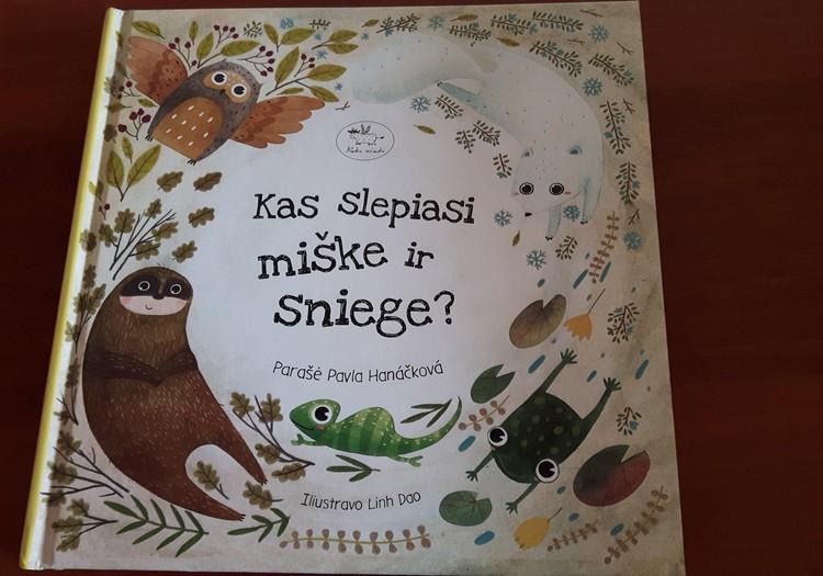 """Kuo ypatinga knyga """"Kas slepiasi miške ir sniege?""""?"""