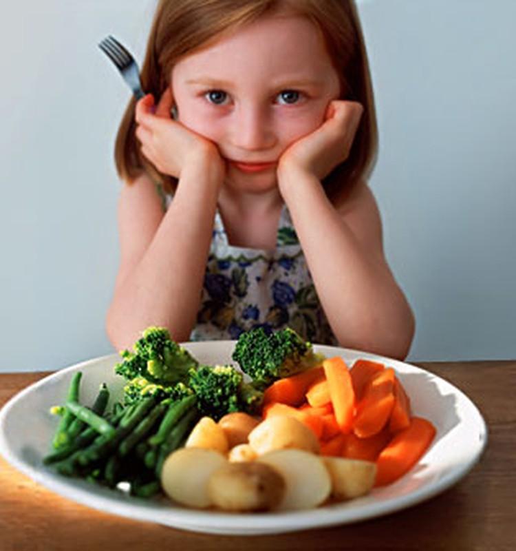 Kai vaikas darželyje atsisako valgyti: psichologės patarimai