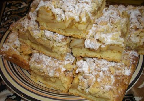 Obuolių pyragas su cinamonu
