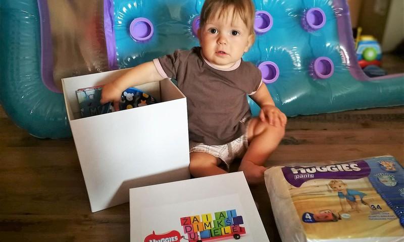 HuggieS dovanų dėžutėje buvo ...