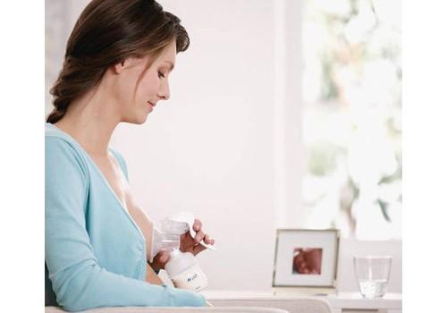 8 žingsneliai, kaip paruošti pieną šaldymui ir jį atšildyti
