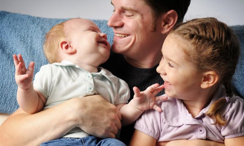 Tėčio vaidmuo auginant dukrą ir sūnų