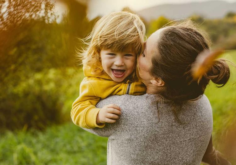 """Kodėl vaikai dažnai """"šokdina"""" tik mamas: atsako psichologė"""