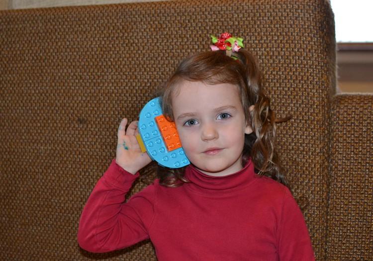 Izabelė Kakė Makė su pabėgusia ausimi