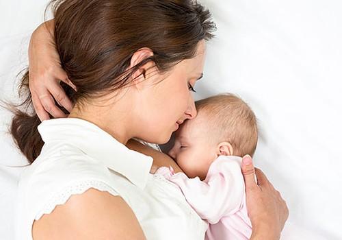 Gydytoja: Neleiskite žindymo metu kūdikiui užmigti