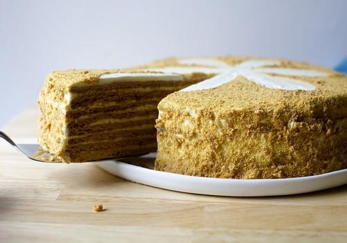 Motinos dienos proga – trys lengvai pagaminami tortai virtuvės naujokams