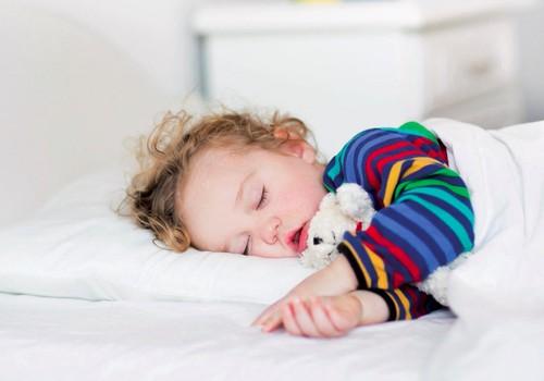 10 mėnesių mažylis nemoka pats užmigti: pataria šeimos gydytoja