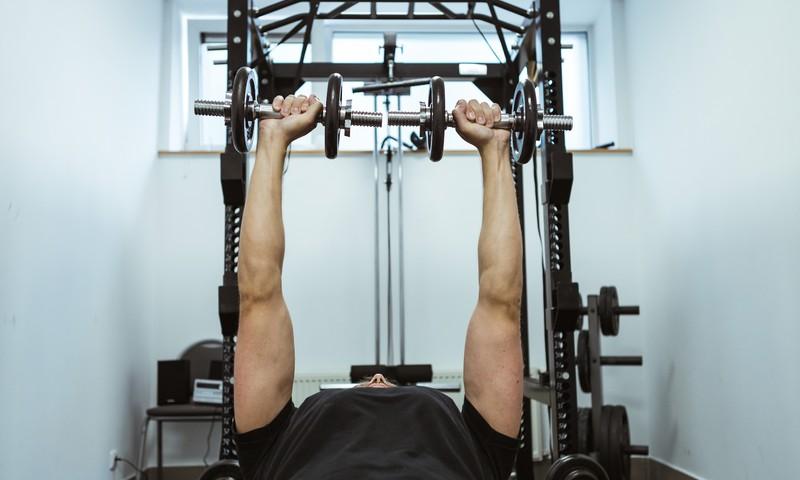 Jėgos pratimai su svoriais – traumų ir ligų profilaktikai