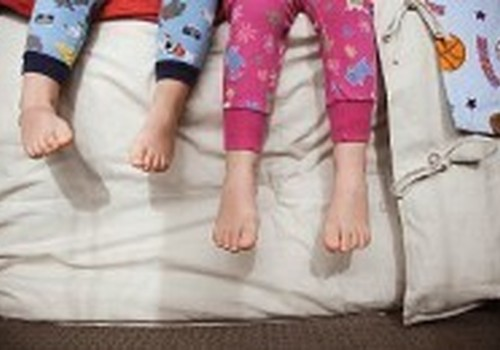 Kodėl dvimetė naktį nuolat pabunda ir šaukia tėvus?