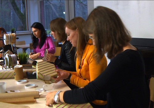 VIDEO: Mokomės profesionaliai pakuoti dovanas