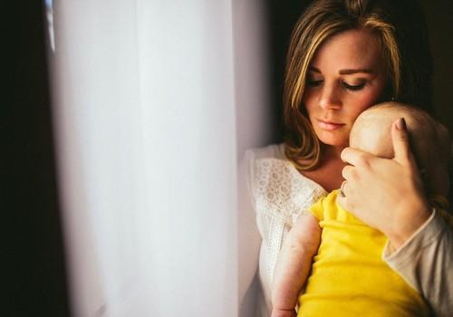 Ką pirmiausia daryti, suslogavus mažyliui: vaistininkės patarimai