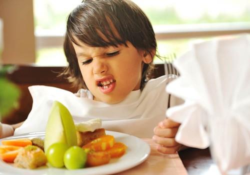 V.Kurpienė: Ar būtinai vaikas turi valgyti mėsą? Kuo galima ją pakeisti?