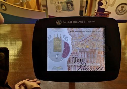 Iš kelionių skrynelės. Londono Banko muziejus