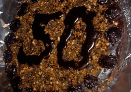 Šokoladinis tortas su baltojo šokolado gabaliukais